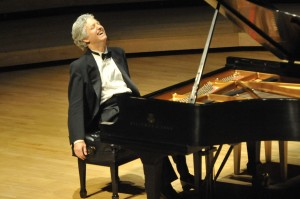 Classical pianist Ganz to play tomorrow (April 25, 2014)