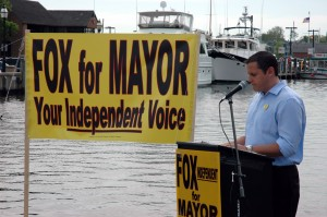 Independent Candidate for Mayor, Chris Fox, addresses crowd at Annapolis' City Dock