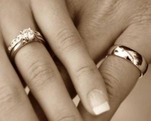 wedding-rings-on-hands