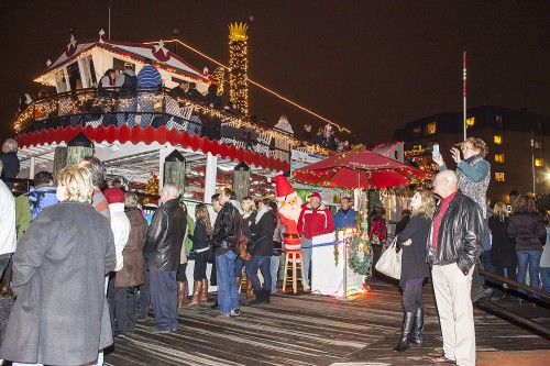 """Watermark's Harbor Queen will again host the """"Queen of All Food Drives"""" to benefit the Anne Arundel County Food Bank. Watch the Eastport Yacht Club Parade of Lights on Harbor Queen in exchange for a donation. (Photo by Rick Brady)"""