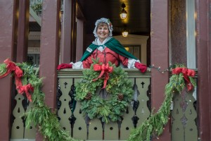Annapolis Tours by Watermark's period dressed guides will take guests on a festive Holiday Candlelight Stroll during the month of December. Photos by Sabrina Raymond.